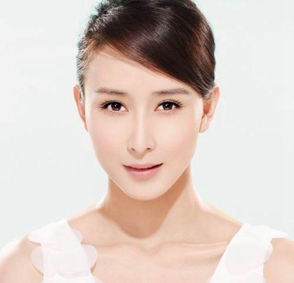 Làm căng da mặt không cần phẫu thuật bằng phương pháp lăn kim tế bào gốc