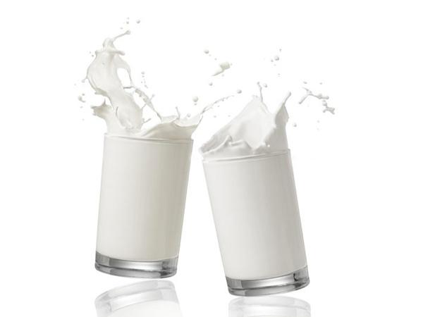 Cách làm sữa tắm từ sữa tươi cho da hồng hào